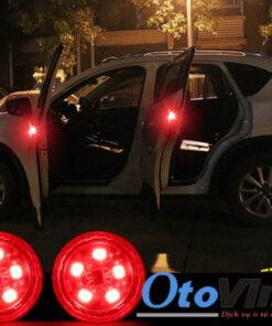 Đèn led giúp cảnh báo khi mở cánh cửa xe giúp an toàn cho người đi đường cũng như người trên xe