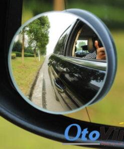 Gương cầu dán gương ô tô giúp hỗ trợ gương chính quan sát các góc dễ dàng